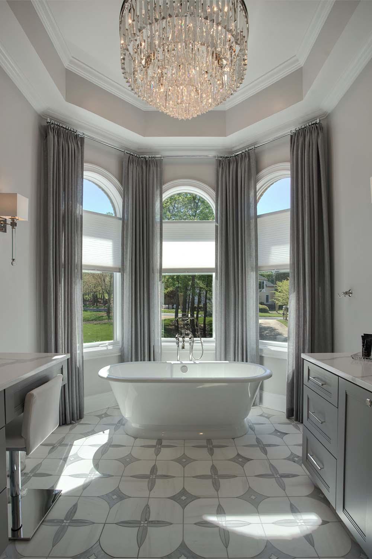 1luxury-lake-bathrooms-lake-norman-Bathroom.Tub_.luxury.blindsup-1